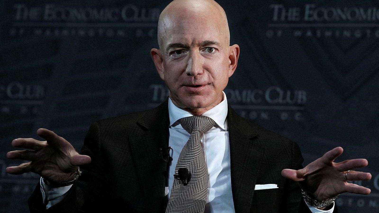Amazon-sjef Jeff Bezos tror på det helt perfekte marked og mener derfor det ikke kan stemme at folk mistrives i Amazon. Da ville de jo bare byttet jobb.