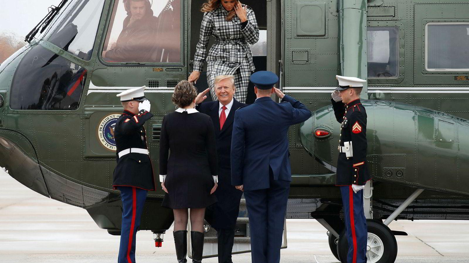 - Kanskje Europa først skal betale for sin del av NATO, som USA i stor grad subsidierer, svarte president Donald Trump fredag på den franske presidens forslag om en europeisk hær.