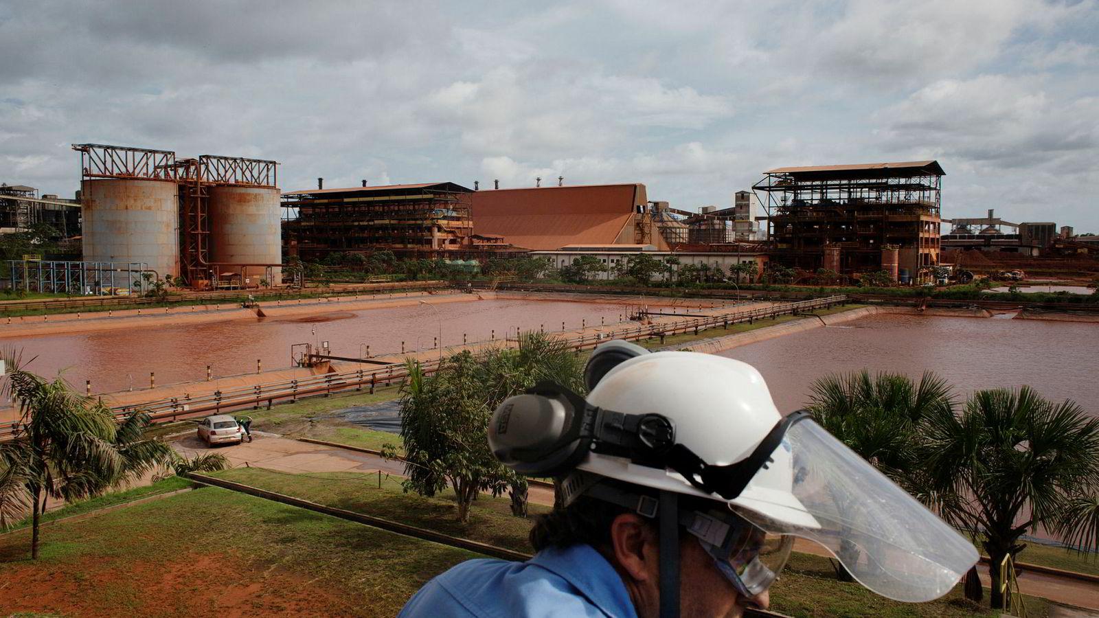Alunorte er verdens største raffineri av bauksitt til alumina, som er den viktigste ingrediensen i aluminium, og er en betydelig inntektskilde for Hydro. Anlegget produserte til en verdi av 18,5 milliarder korner i fjor.