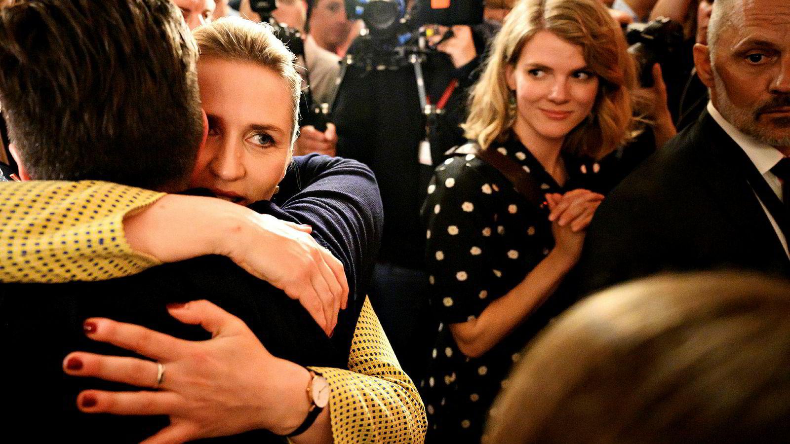 Mette Frederiksen feirer resultatet i det danske valget. Nå blir hun etter alle solemerker Danmarks neste statsminister.
