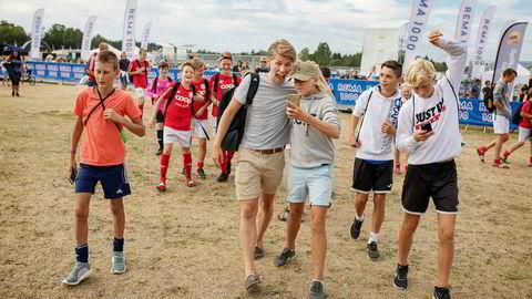 Sander Austad Dale, også kjent som Randulle på Youtube, deltok denne uken på Norway Cup for å møte fans og skape blest rundt arrangementet. Foto: Sebastian S. Bjerkvik
