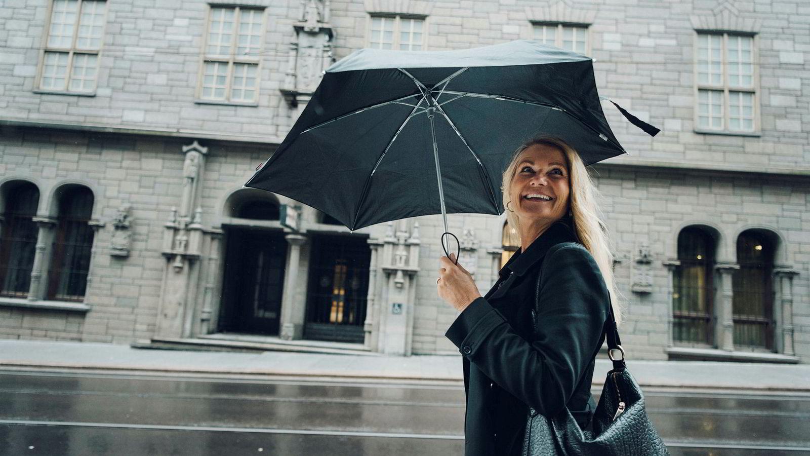 Markedet for tv-reklame fortsetter å falle. Daglig leder Merete Mandt Larsen i Mediebyråforeningen regner med internettannonsering går forbi tv-gruppen om kort tid.