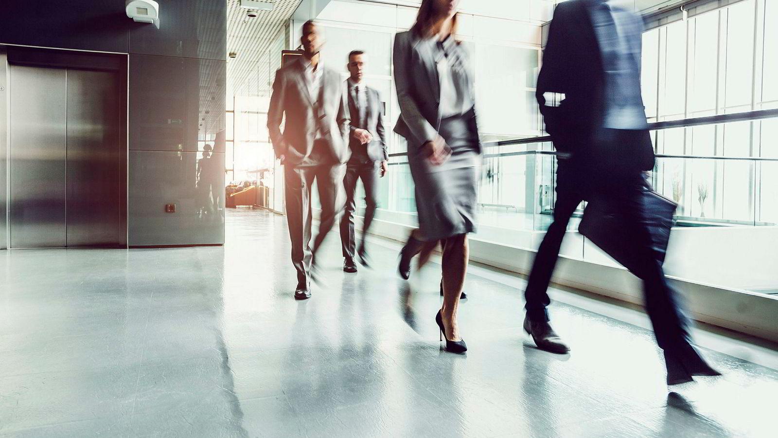 Likelønnsgapet illustrerer det kjønnsdelte arbeidsmarkedet, deltidskulturen i mange bransjer og utfordringene med å få kvinner inn i ledelse, skriver innleggsforfatteren.