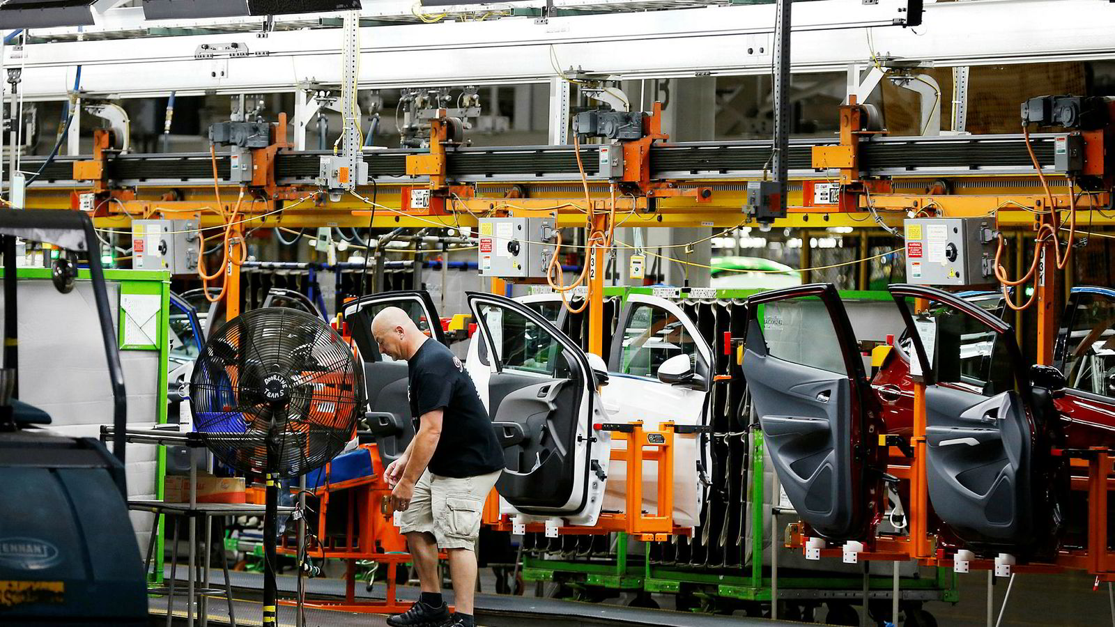En arbeider jobber med produksjonen på General Motors i Michigan, USA. Bildet er tatt 13. juni 2017. Illustrasjonsbilde.
