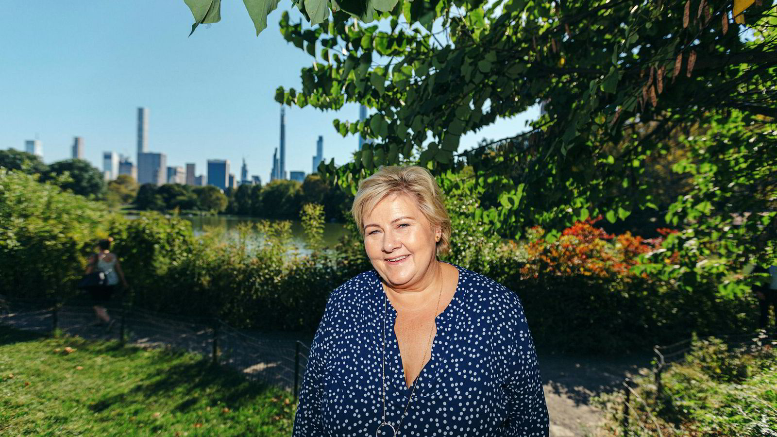 Ved Ladies Pavillion i New Yorks Central Park forteller Erna Solberg hvorfor det er en fordel å ikke skifte ut henne som statsminister i 2021.