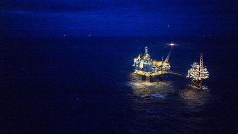 Oljeprisen faller etter at de amerikanske råoljelagrene var høyere enn ventet. Illustrasjonsfoto av Oseberg Feltsenter. Foto: Gunnar Blöndal