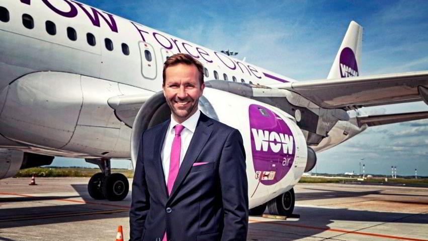 Administrerende direktør Skúli Mogensen (bildet) i islandske Wow Air gjør som Bjørn Kjos i Norwegian: Tilbyr billigbilletter over Atlanteren.