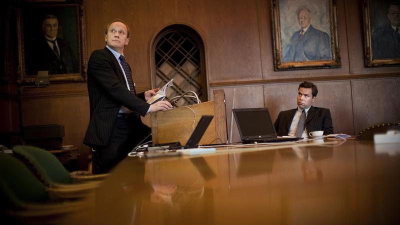 Fra høyre administrerende direktør Njål Sævik og finansdirektør Arne Johan Dale i Havila Shipping.