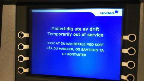 Problemer med en minibank fra Nordea.Bildet er tatt på kjøpesenteret ved Nordeas hovedkontor ved 13-tiden.