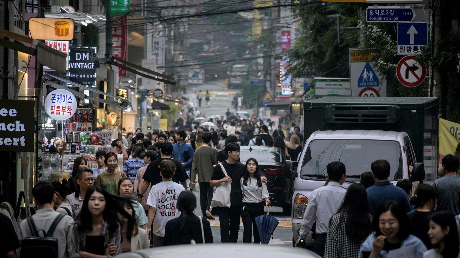 Fra en handlegate i Sør-Koreas hovedstad Seoul.