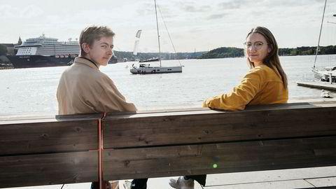 Det er to år siden Phillip Engenes (22) og Sandra Wilmann (23) jobbet i en vaffelbod på Aker Brygge. De venter fortsatt på en lønn på 20.000 kroner hver.