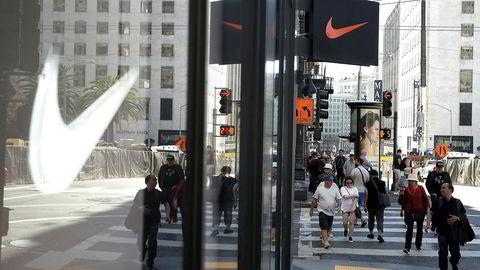 Ser du symbolet for Nike, tenker du straks navnet og slagordet, «Just Do It», skriver artikkelforfatteren.
