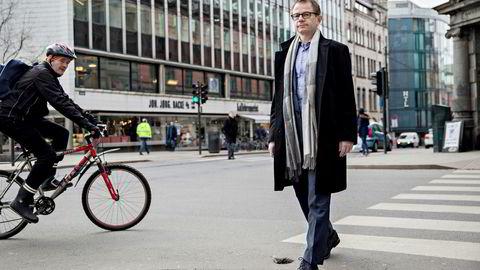 – Det må være muligheter for uavhengige merkevarer å konkurrere på like vilkår om forbrukernes oppmerksomhet, sier Helge Hasselgård, administrerende direktør i Dagligvareleverandørenes forening.