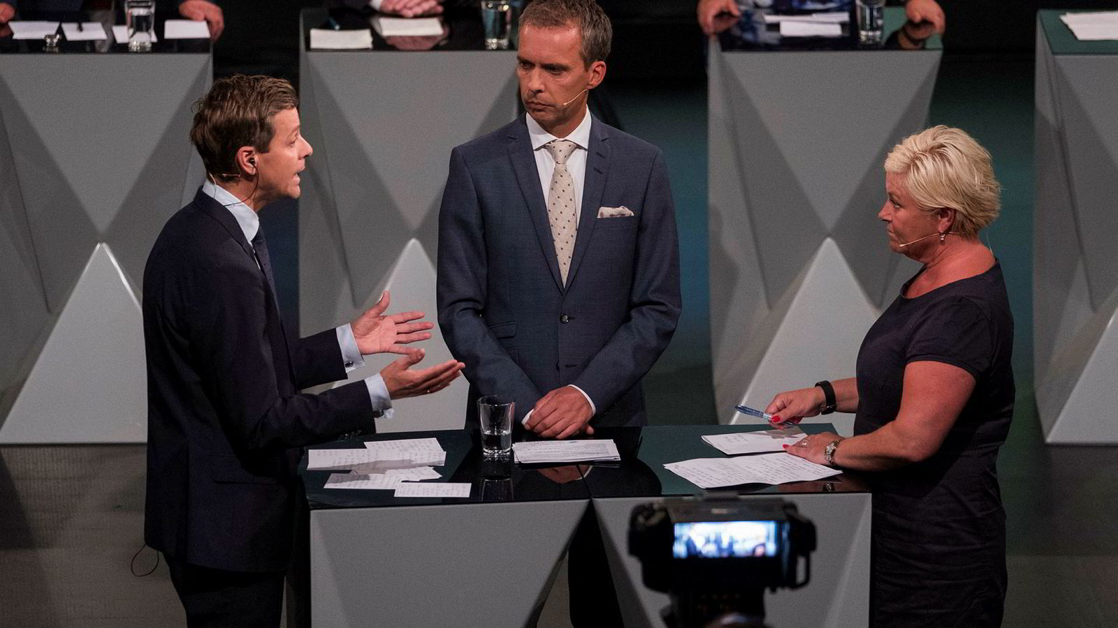 Fremskrittspartiet-leder Siv Jensen og Knut Arild Hareide Kristelig Folkeparti havnet i verbalt basketak om norske verdier.