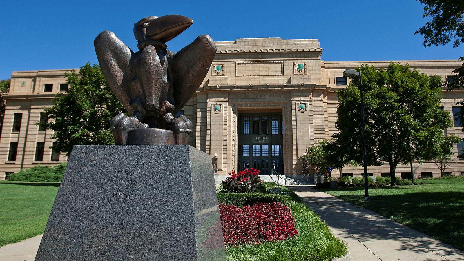 Krenkelsesstudier er forposten i den turbulensen som feier over universiteter i hele den vestlige verden. Her fra University of Kansas i USA. I forgrunnen, universitetets maskot, the Jayhawk.