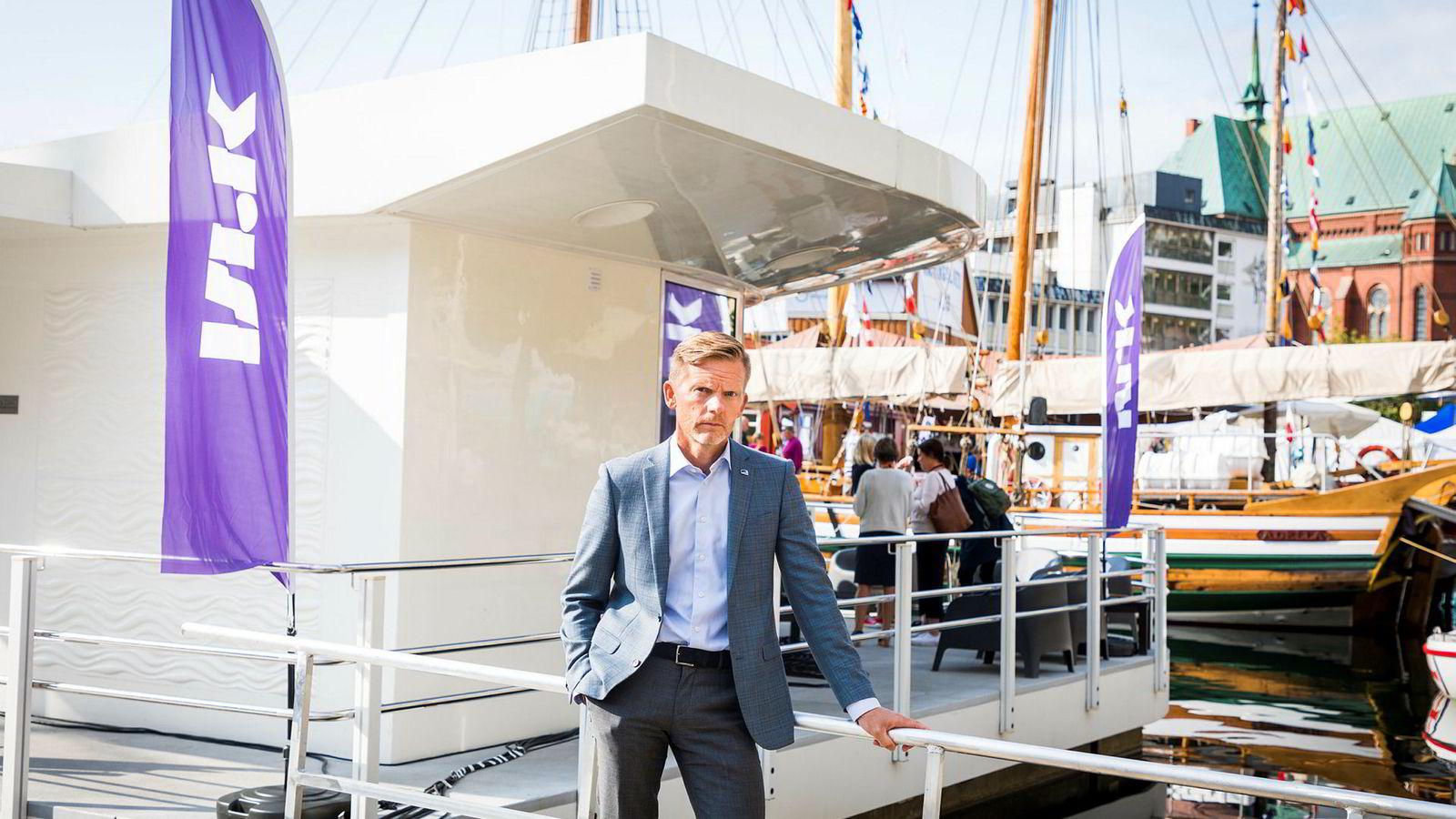 Mediepolitisk talsperson i Høyre, Tage Pettersen, ga NRK-flåten som ligger i pollen i Arendal under Arendalsuka.