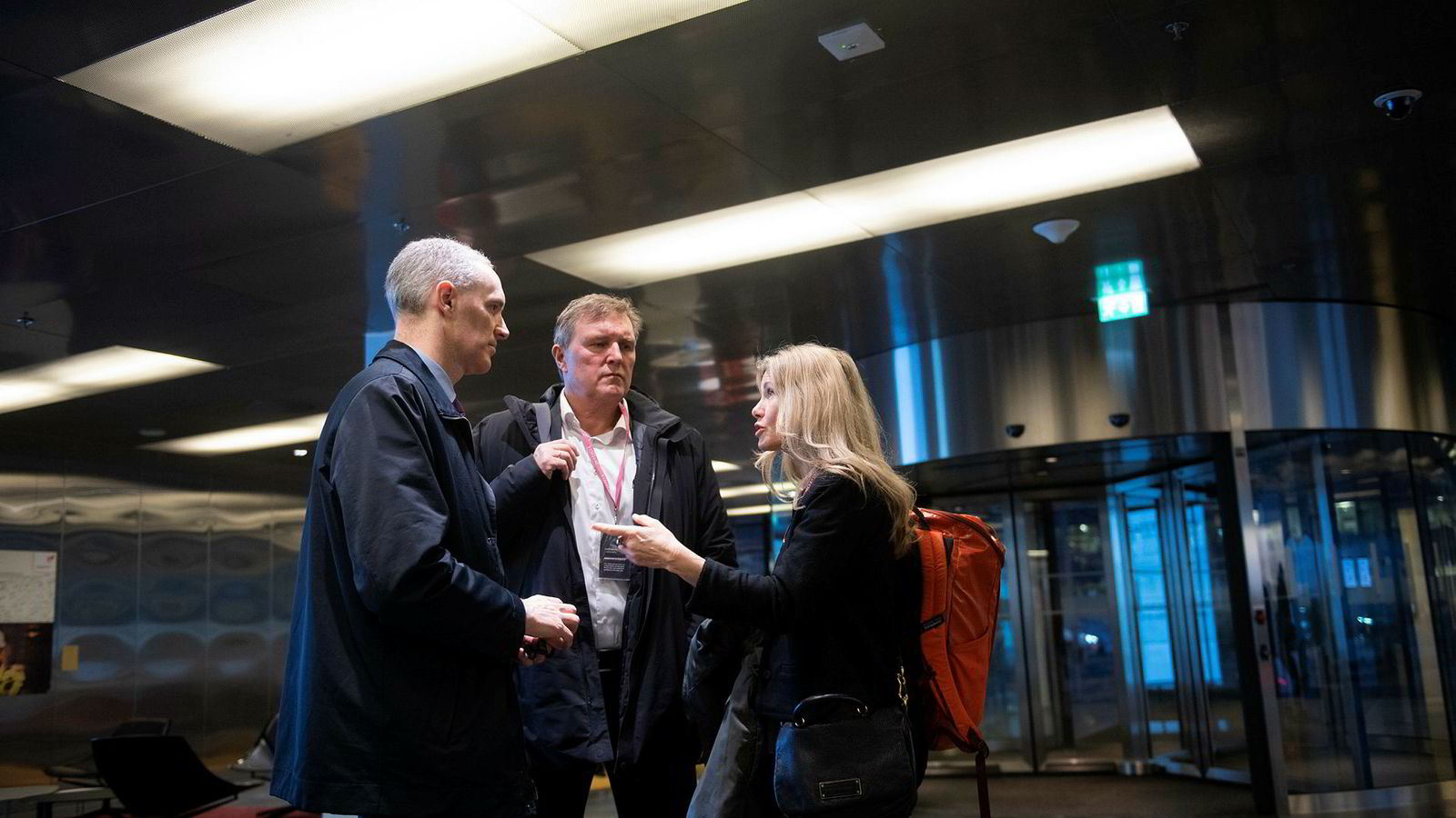 Gründeren Knut Johansen har skapt en ny hit blant investorer. Nå investerer Equinor og Nysnø 120 millioner i Knut Johansens selskap Esmart Systems As. Her er Knut Johansen (i midten) sammen med Siri Kalvig (Nysnø) og Gareth Burns (Equinor).