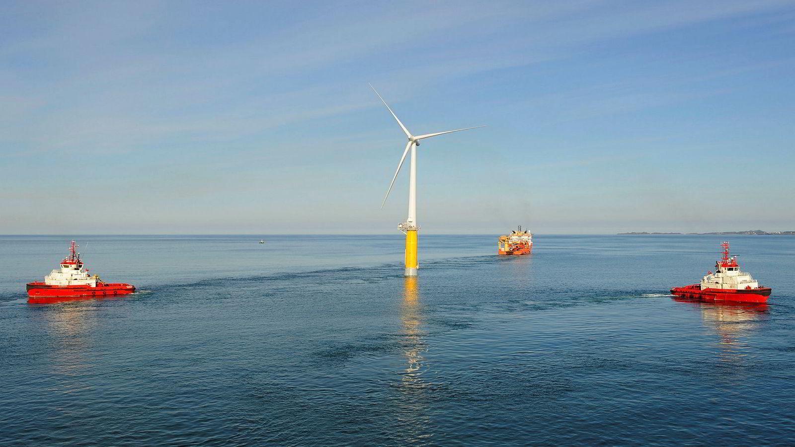 Equinors mål er at flytende havvind skal være konkurransedyktig med andre energikilder innen 2030, skriver innleggsforfatteren. Her vindmøllen Hywind utenfor Karmøy.