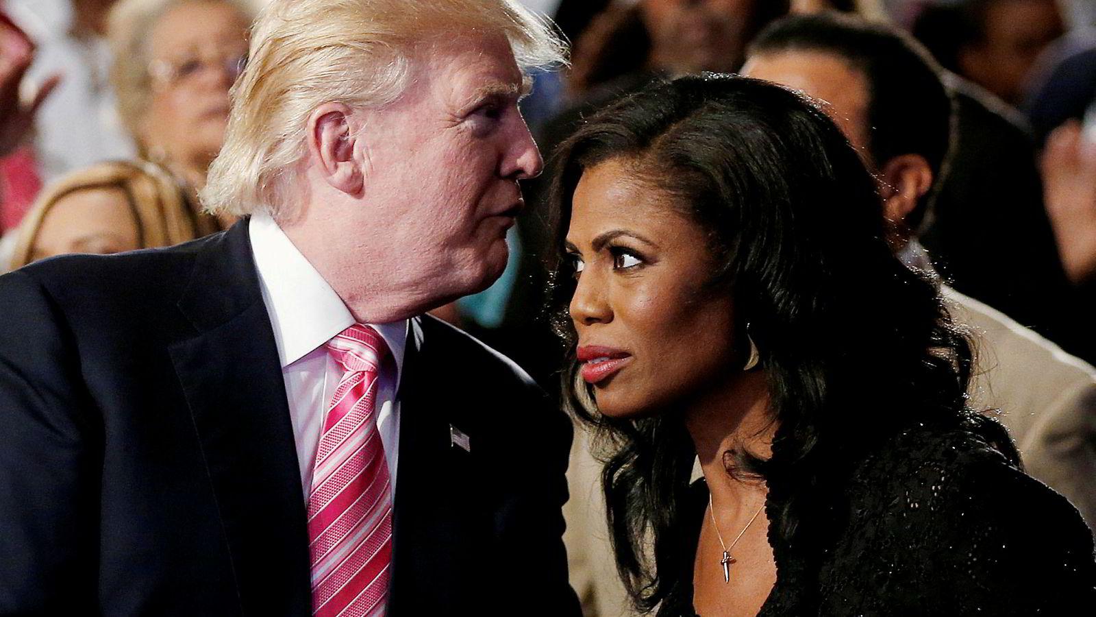 – Jeg beskyttet meg selv fordi dette er Det hvite hus hvor alle lyver, sier Omarosa Manigault-Newman, Donald Trumps tidligere politiske rådgiver. Tirsdag lanseres hennes nye bok der hun blant annet anklager president Trump for å ha rasistiske holdninger. Bildet er fra 2016.