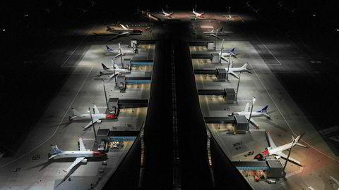 Antall avganger på Oslo lufthavn er falt dramatisk som følge av koronaviruset.