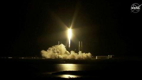 Falcon-raketten med Crew Dragon-kapselen fra Elon Musks SpaceX om bord, ble skutt opp fra Florida natt til lørdag.