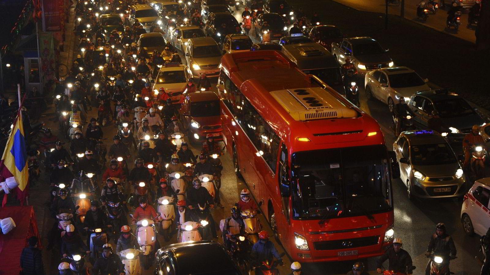 VIETNAM: Trafikk og kø i sentrum av Hanoi. Foto: Hoang Dinh Nam/AFP Photo/NTB scanpix