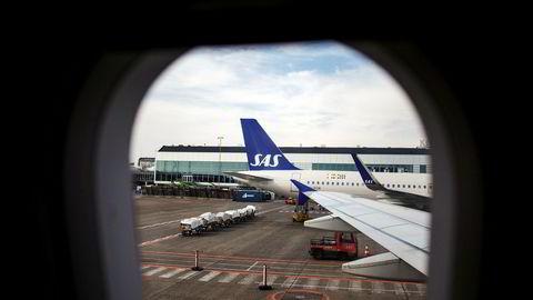 SAS har sikret seg med fastpris og makspris på nesten hele forbruket av drivstoff frem mot sommeren, og ledelsen i selskapet er klar på at de tror oljeprisen vil stige fremover. Her fra flyplassen i København.