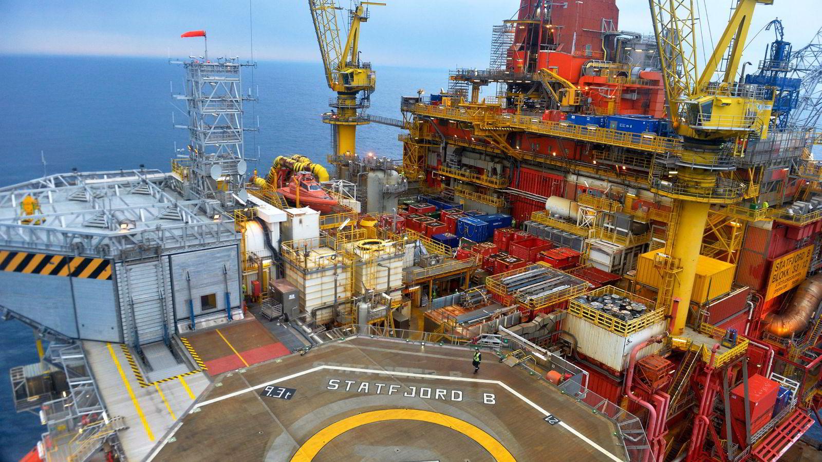 Statoil er Nordens suverent største selskap målt etter omsetning. Bildet viser Statfjord B-plattformen i Nordsjøen.