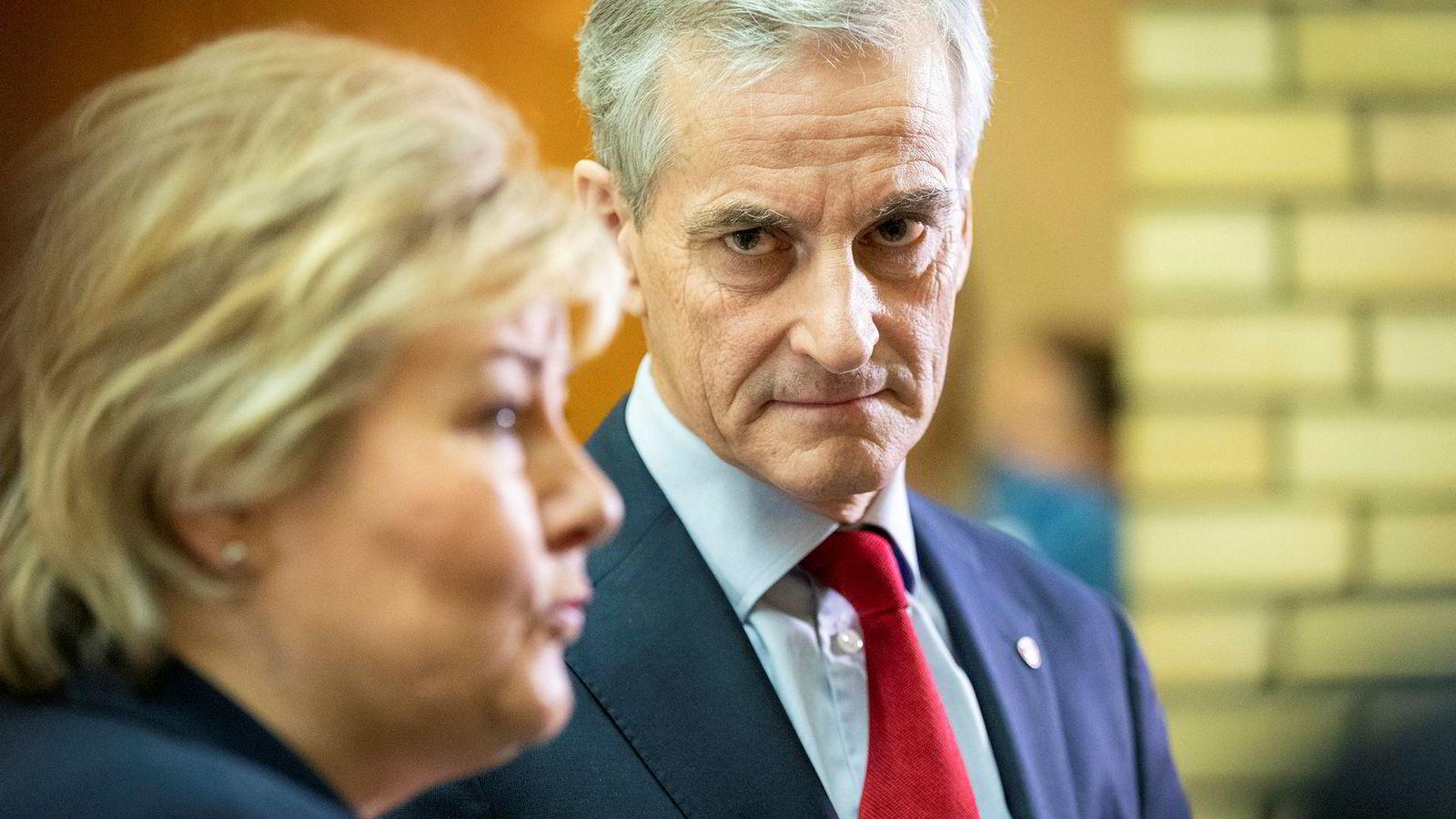 Hverken Ap-leder Jonas Gahr Støre eller Høyre-leder og Statsminister Erna Solberg har grunn til å smile over siste meningsmåling.