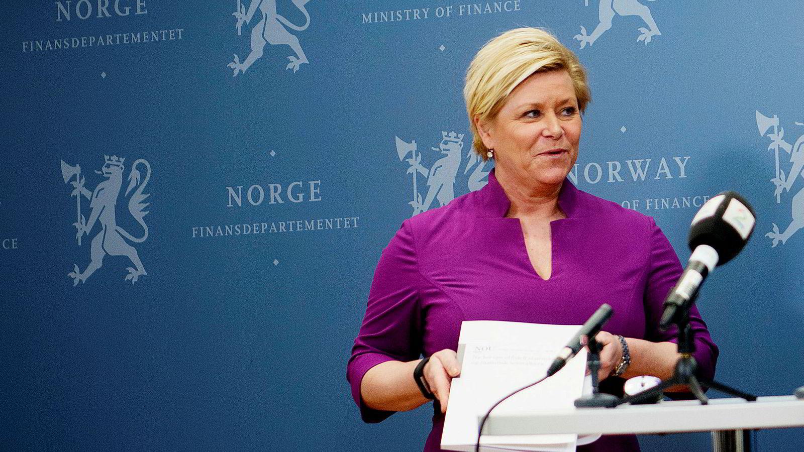 Finansminister Siv Jensen legger tirsdag frem stortingsmelding om Oljefondet. — Dette er våre felles sparepenger, sier Jensen.