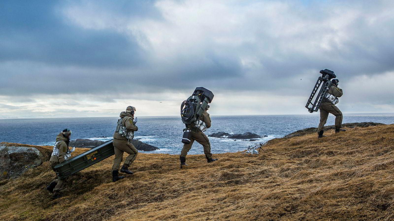 Hæren vi få frem ved dette analyseoppdraget at det er den som står først i møte fienden er den som risikerer å bli kanonføde. Her kystjegere i Finnmark.