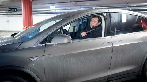 Frederic Hauge er skeptisk til at Ola Borten-Moe vil redusere el-blifordele. Her med sin nye Tesla Model X.