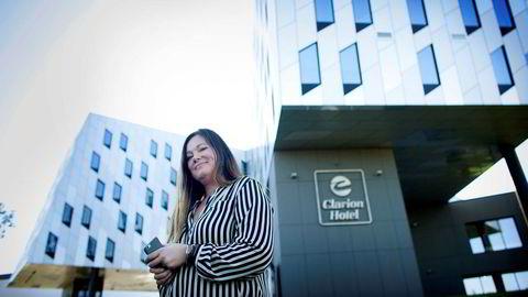 Clarion Hotel Energy åpnet samtidig som oljeprisen gikk til bunns høsten 2014. Siden har hotellet, som inngår i Petter A. Stordalens hotellkonsern Nordic Choice, gått med 100 millioner i underskudd før skatt, men direktør Laila Neverdahl sier markedet er i tydelig bedring.