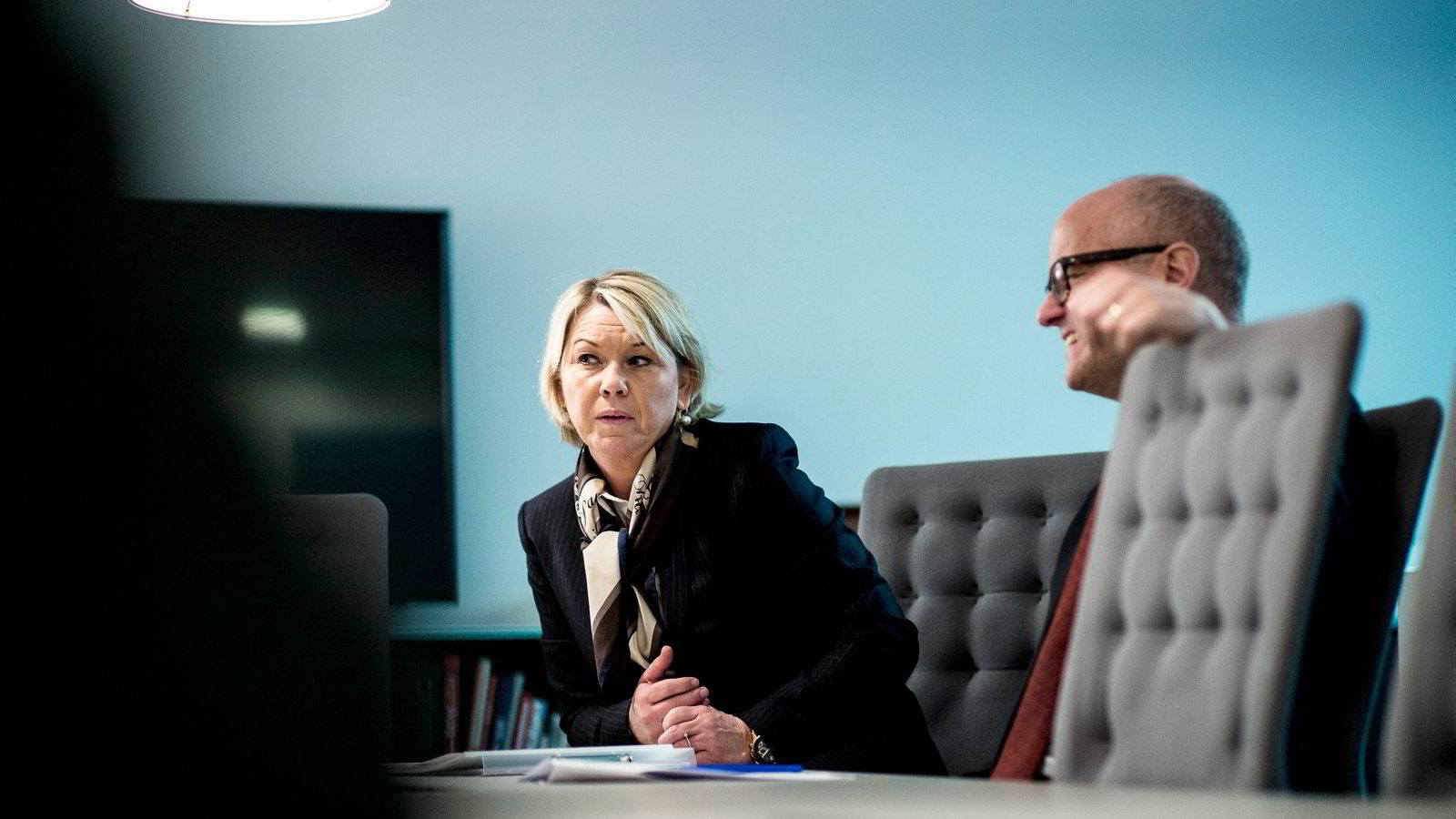 Næringsminister Monica Mæland (H) vil ha en ny redegjørelse fra Hydro. Her er hun sammen med klima- og miljøminister Vidar Helgesen (H).