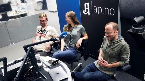 Anders Veberg (til venstre), Karoline Fossland og Andreas Bakke Foss utgjør prosjektgruppen som jobber fulltid med podkast i Aftenposten. Neste uke er de i gang med «Forklart», som daglig skal gå i dybden på én nyhetssak.