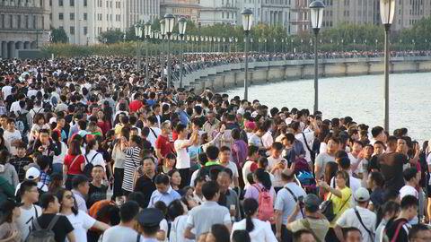Flere hundre millioner kinesere har tatt fri denne uken og mange er på reisefot i forbindelse med «Golden Week» – blant annet til Shanghai. Storbanker spår full handelskrig i 2019.