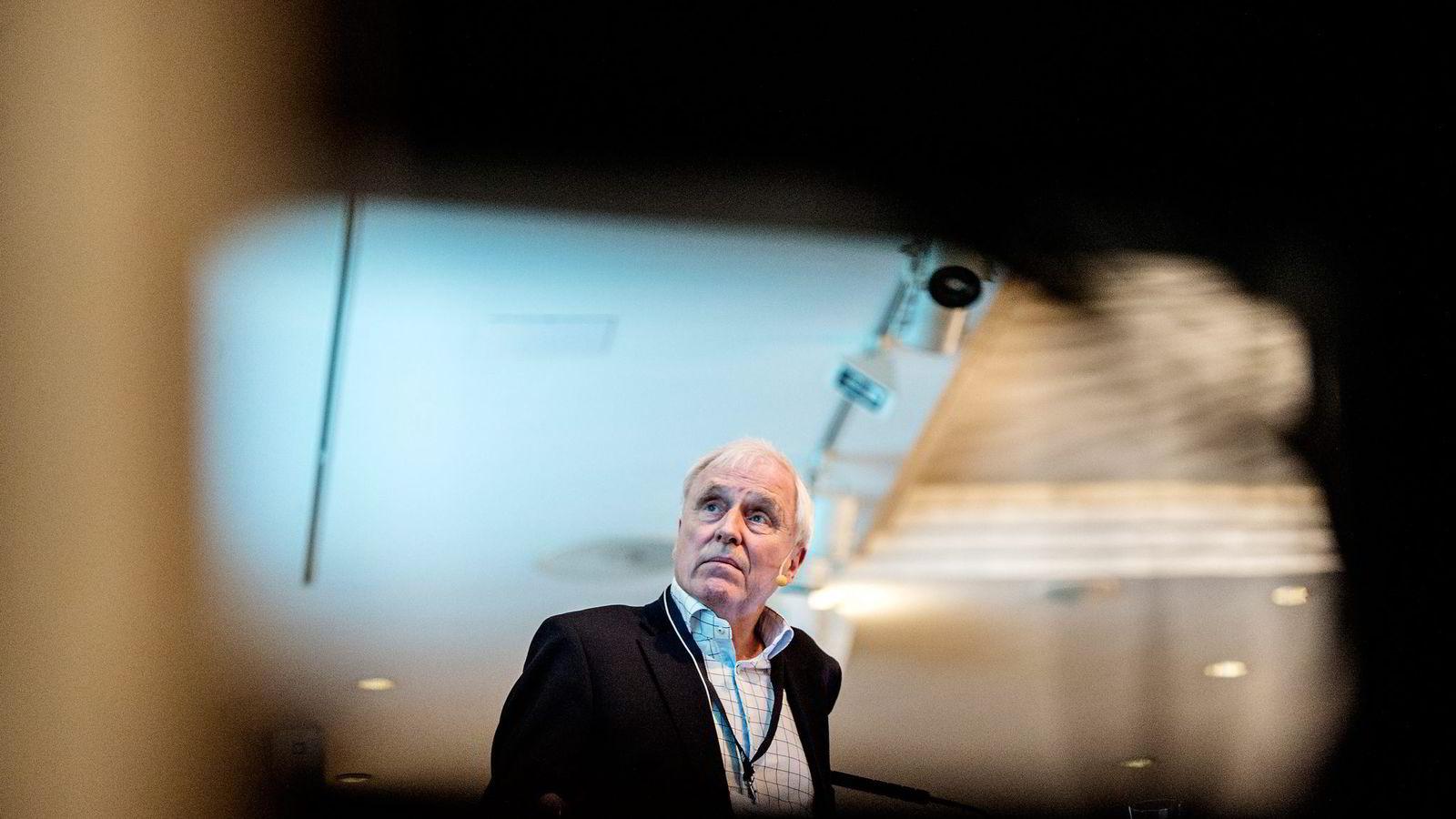 NHH-professor Thore Johnsen advarte i januar i år mot Oslo Børs' nye markedsplass Merkur Markets. Han mener at tilfellet med Oxxy Group er med på å bekrefte det han advarte mot.