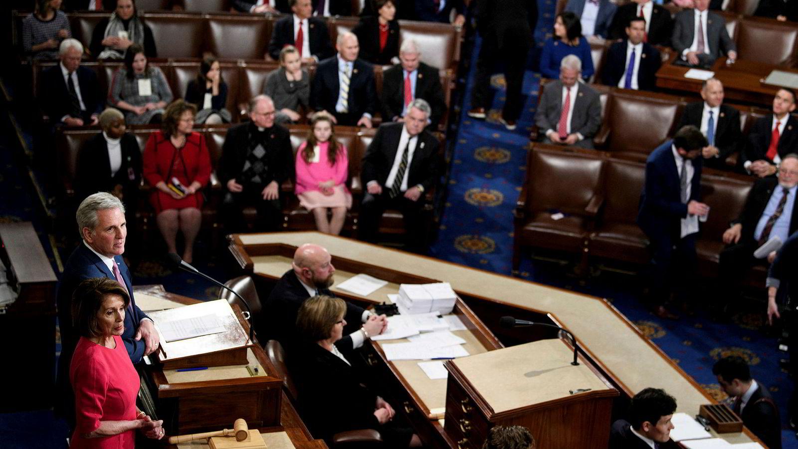 Gruppeleder i Representantenes hus Nancy Pelosi taler til forsamlingen under åpningen av den 116. Kongressen på Capitol Hill torsdag.