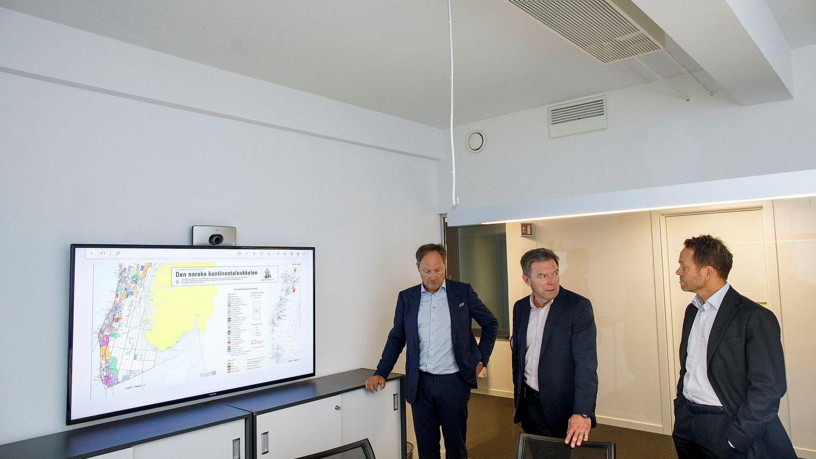 Da oljeveteranen Roar Tessem (i midten) startet oljeselskapet Source i fjor, antydet han et kapitalbehov på oppimot 100 millioner dollar over fem år. Her omgitt av medgründerne Bjørn Martinsen og Lars Thorrud.