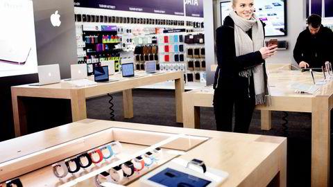 Madeleine Hovde Østli ønsker seg en Apple 6s til jul, og er klar for å betale deler av prisen selv.                    Begge foto: Fredrik Solstad