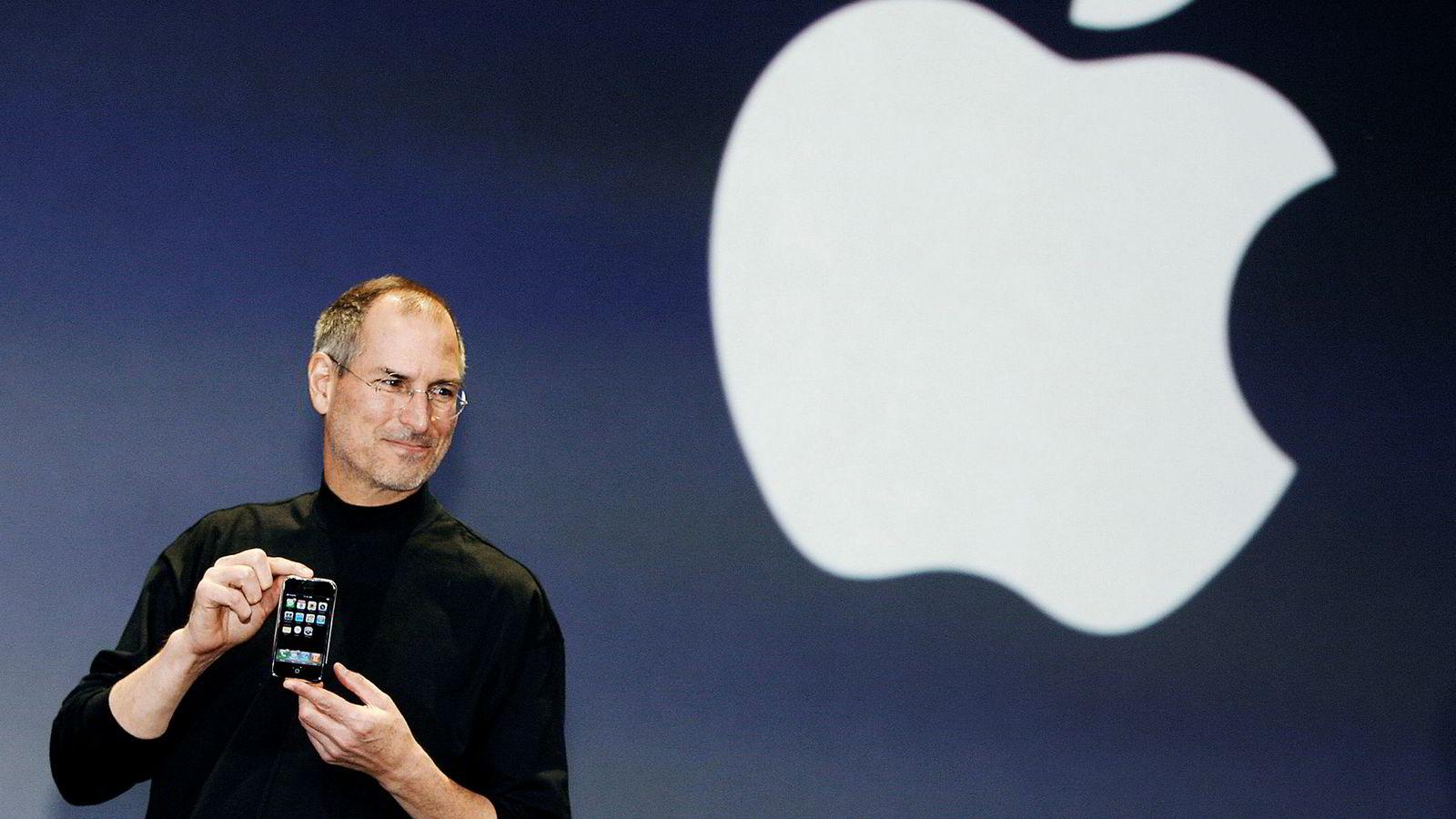 Da Steve Jobs i 2007 viste frem Iphone for første gang, var ikke språket preget av vanskelige begrep. Tvertimot snakket han med et ordforråd som går hjem hos tredjeklassinger på barneskolen.