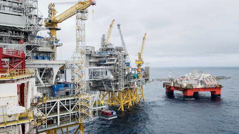Statistisk sentralbyrå la torsdag morgen frem tall som viser at oljeselskapene oppjusterer sine investeringsanslag på norsk sokkel for 2019. Her fra Sverdrupfeltet onsdag denne uken, der Equinor er i ferd med å ferdigstille første fase til 88 milliarder kroner.