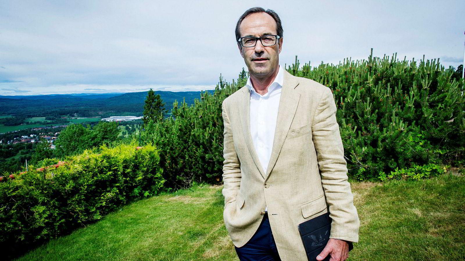 Frode Strand-Nielsen, toppsjefen i oppkjøpsfondet FSN Capital, har tak i problemet etter at han for to år siden ble stemplet som likestillingssinke. Hittil i år har halvparten av nyansettelser vært kvinner.