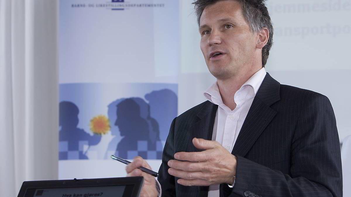 Forbrukerombudet Bjørn Erik Thon og hans kolleger er lei av cowboyvirksomhet hos nettilbyderne