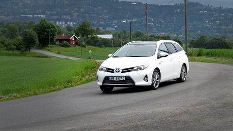 Toyota holder fast ved sine hybrider med bensin som eneste energikilde. Politikerne må sørge for at de mest klimaeffektive bilene blir lønnsomme for forbruker, mener forfatteren. Foto: Embret Sæter