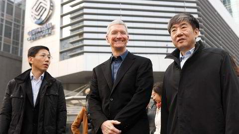 Apple-sjef Tim Cook under hans besøk i Beijing 17. januar i år. Foto: Reuters/NTB Scanpix