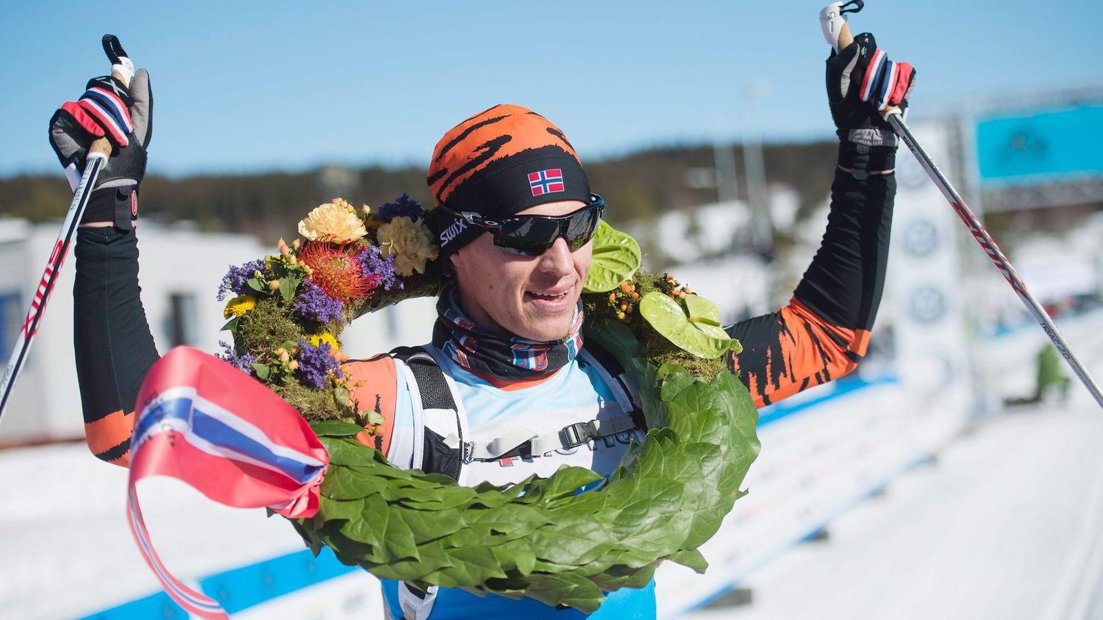 Birken-vinner Petter Eliassen er én av flere skiløpere som har vunnet klassiske skirenn ved å stake fra start til mål uten festesmurning. Nå mener flere at klassisk langrenn har gått ut på dato som konkurranseform. Foto: Hampus Lundgren