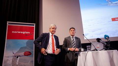 Fungerende Norwegian-toppsjef Geir Karlsen (t.h) forsøker å få til enighet med obligasjonseierne. Et av kravene fra noen av dem er mer egenkapital, noe som vil utvanne Norwegian-grunnlegger og nylig avgått sjef Bjørn Kjos sin eierandel i selskapet.