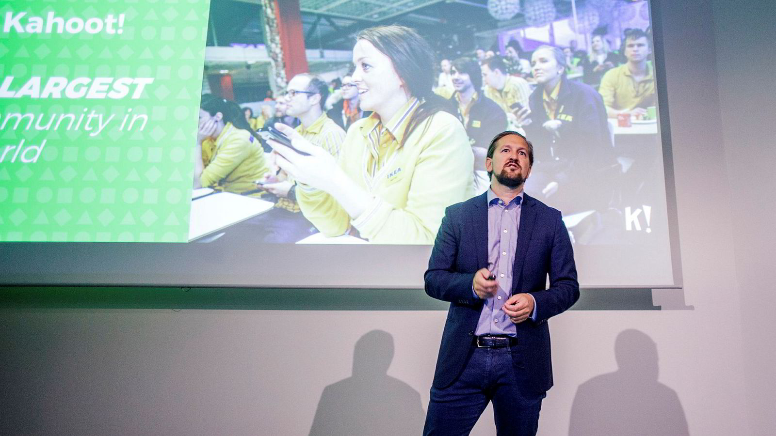 Administrerende direktør i Kahoot, Åsmund Furuseth, orienterer investorer om selskapets vekst og strategi.