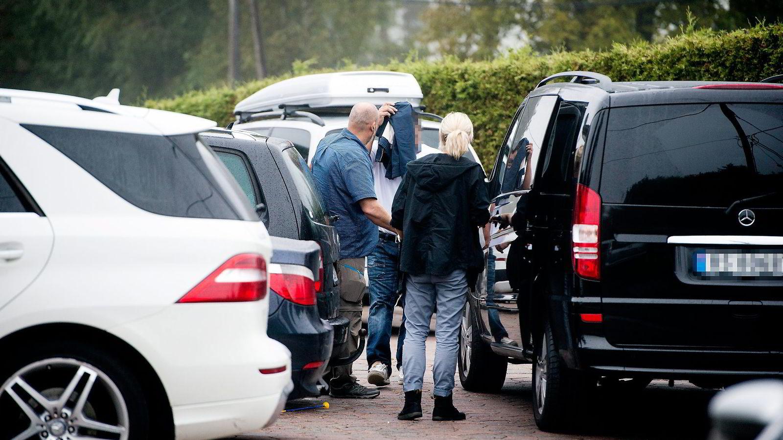 Investoren og spilleautomatmillionæren er en av de 13 tiltalte i Lime-saken. Her blir han pågrepet i sitt hjem på Romerike.               Begge foto: Skjalg Bøhmer Vold